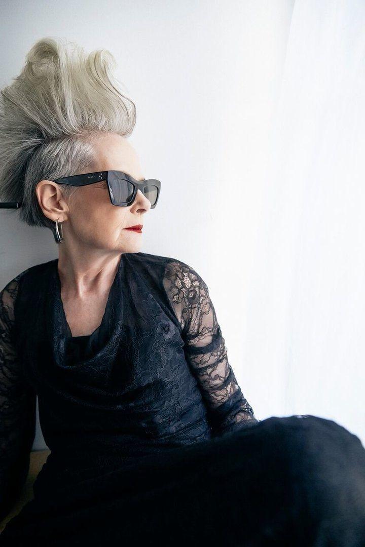 Bloggeriţa de 63 de ani care a renunţat la cariera de profesor universitar: Paparazzii credeau că e vedetă
