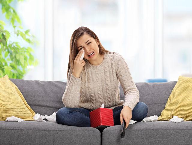 De ce e sănătos să plângi când te uiți la seriale?