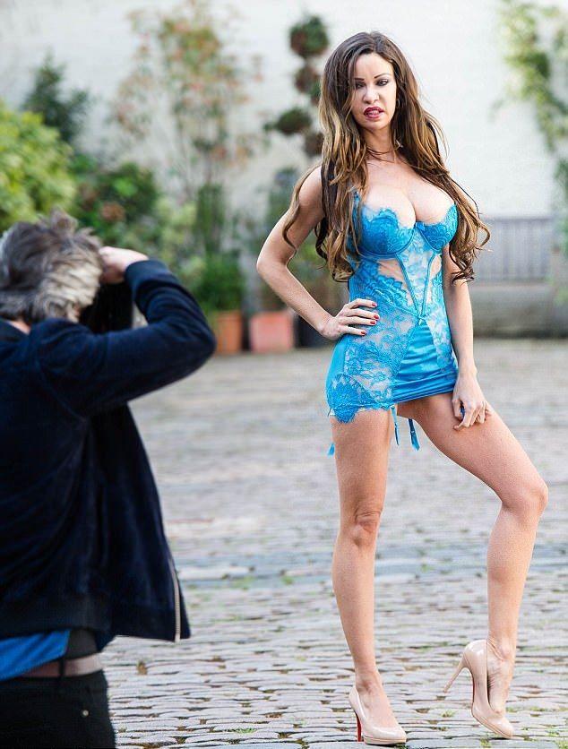 Cum arată un corp de 1,7 milioane de euro: Femeia care şi-a făcut 350 de proceduri cosmetice