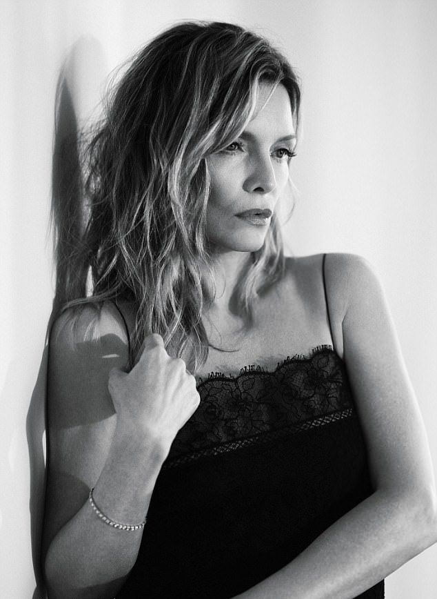 """Michelle Pfeiffer e frumoasă şi la 58 de ani: Cum arată acum vedeta din """"Scarface"""""""