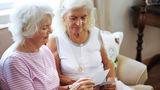 Cum i-a cerut o bătrână de 90 de ani prietenia vecinei sale