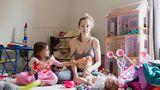 Cum arată viaţa unei mame cu depresie postpartum. Fotografii şocante