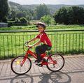 Cum să-ți înveți copilul să meargă pe bicicletă