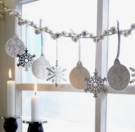 awesome-christmas-window-decor-ideas-30-554x547