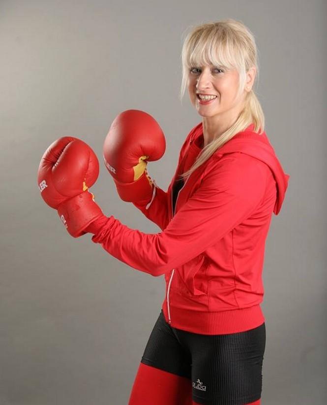 Fii frumoasa si dupa 40 de ani! Expertul în fitness Simona Brâncusi te ajuta cu o carte