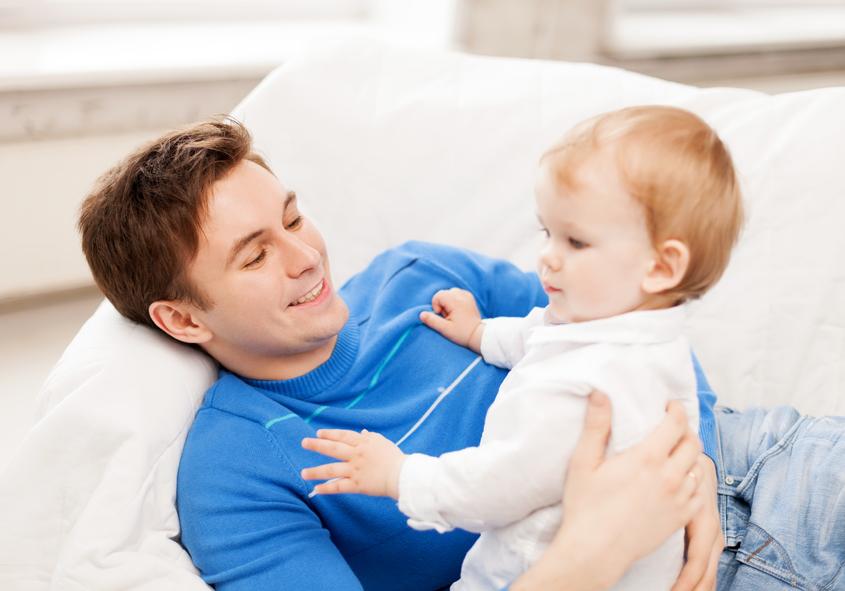 """Poveste adevarata: """"Soțul meu sta acasa cu copilul si ma îndeparteaza de el"""""""
