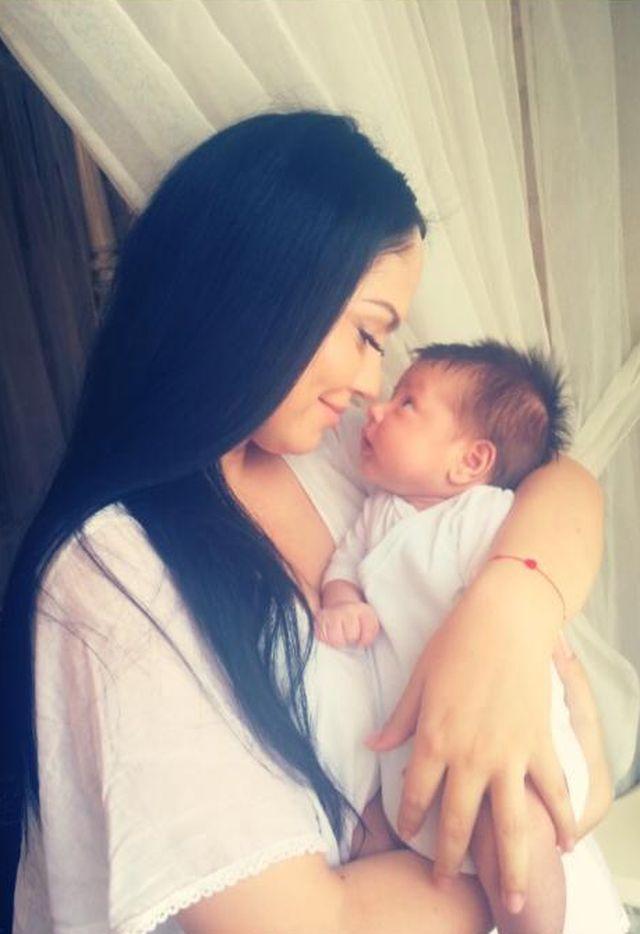 România mondena. 5 vedete care au nascut în aceasta vara. Cine sunt proaspetele mamici?