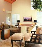 Un living room generos, amenajat cochet