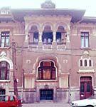 Casa colectiva in stil neoromanesc