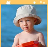 Cu copilul la mare: cum il protejezi de razele soarelui?
