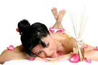 Beneficiile masajului cu uleiuri esentiale
