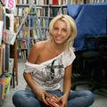 Alina Plugaru, la biblioteca