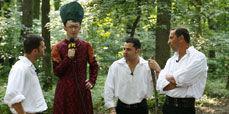 VJ Paul a aflat de ce se apuca baietii de cantat in Romania!