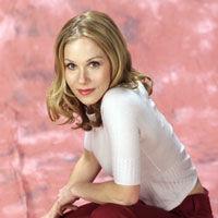 Christina Applegate doneaza trandafiri din panglici luptei impotriva cancerului