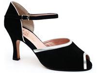 """Clara"", pantoful serii tale"
