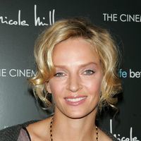 Uma Thurman face yoga in avion