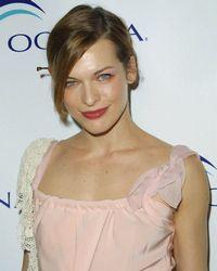 Cum a slabit Milla Jovovich dupa nastere