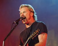 Solistul trupei Metallica, externat din spital