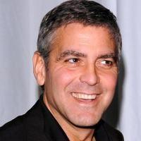 George Clooney s-a amorezat de Freida Pinto