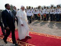 """Papa """"interzice"""" prezervativele in Africa"""