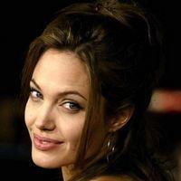 Angelina Jolie, votata cea mai apetisanta mamica dintr-un film
