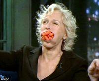 Glenn Close si-a indesat 15 morcovi in gura intr-un show TV