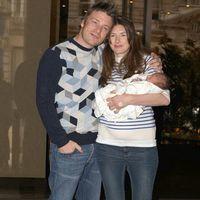 Jamie Oliver, tatic de fata pentru a treia oara