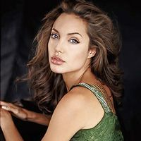Angelina Jolie, cea mai frumoasa femeie din lume