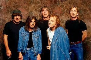 AC/DC nu va mai concerta in Romania