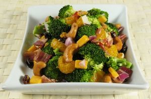 Salata de broccoli si bacon