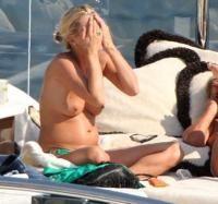 Kate Moss, topless pe iaht-ul amicului miliardar