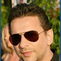 Solistul Depeche Mode, internat de urgenta inaintea concertului din Atena