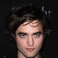 Robert Pattinson este socat de fanii sai