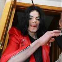 Michael Jackson isi arata chipul