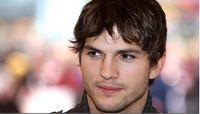 Ashton Kutcher, speriat de papusile lui Demi