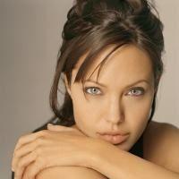 Angelina i-o plateste cu aceeasi moneda lui Brad
