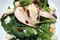 Salata de pui cu arahide si verdeturi