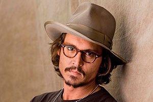 "Johnny Depp ""arunca"" cu bani"