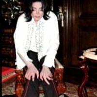 Picioarele lui Michael, distruse de vitiligo si perfuzii