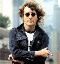 S-a scos la vanzare un poster cu John Lennon nud