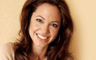 Angelina Jolie, sculptata in pielea goala