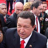 Hugo Chavez, pe covorul rosu alaturi de Oliver Stone