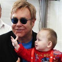 Elton John nu-l va putea adopta pe Lev, copilul din Ucraina