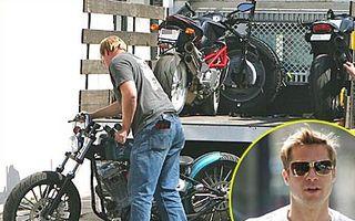 Brad Pitt, implicat intr-un accident de motocicleta
