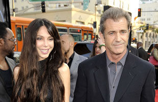 Mel Gibson, tata pentru a opta oara