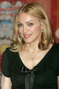 Madonna prefera sa cumpere pantofi decat sa faca sex