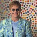 Elton John revine in Romania
