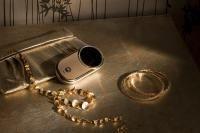 Maiestrie in aur si diamante: Motorola AURA™ Diamond Edition