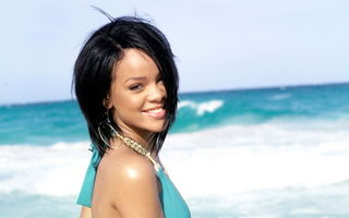 Rihanna vrea bikini la comanda