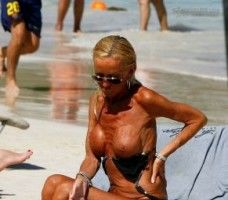 Soc si groaza: Donatella Versace in bikini